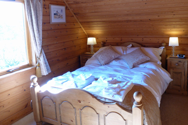 Double bedroom with luxurious Egyptian cotton sheets