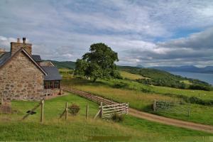 Achleanan Farmhouse Sea Views